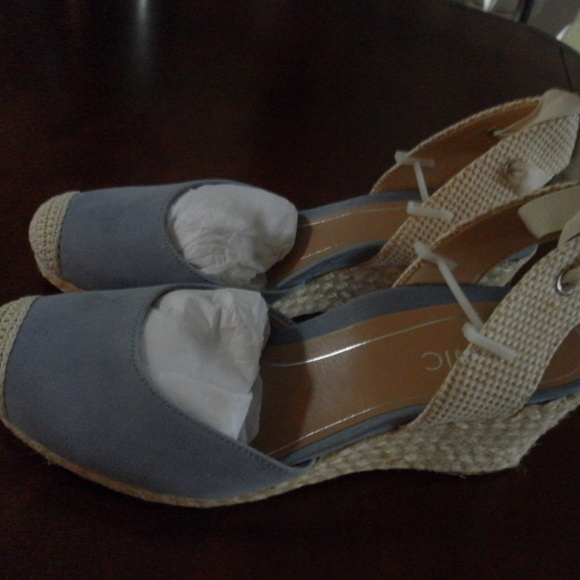 8434b7ac04c Brand New Vionic Blue Aruba Maris Wedge